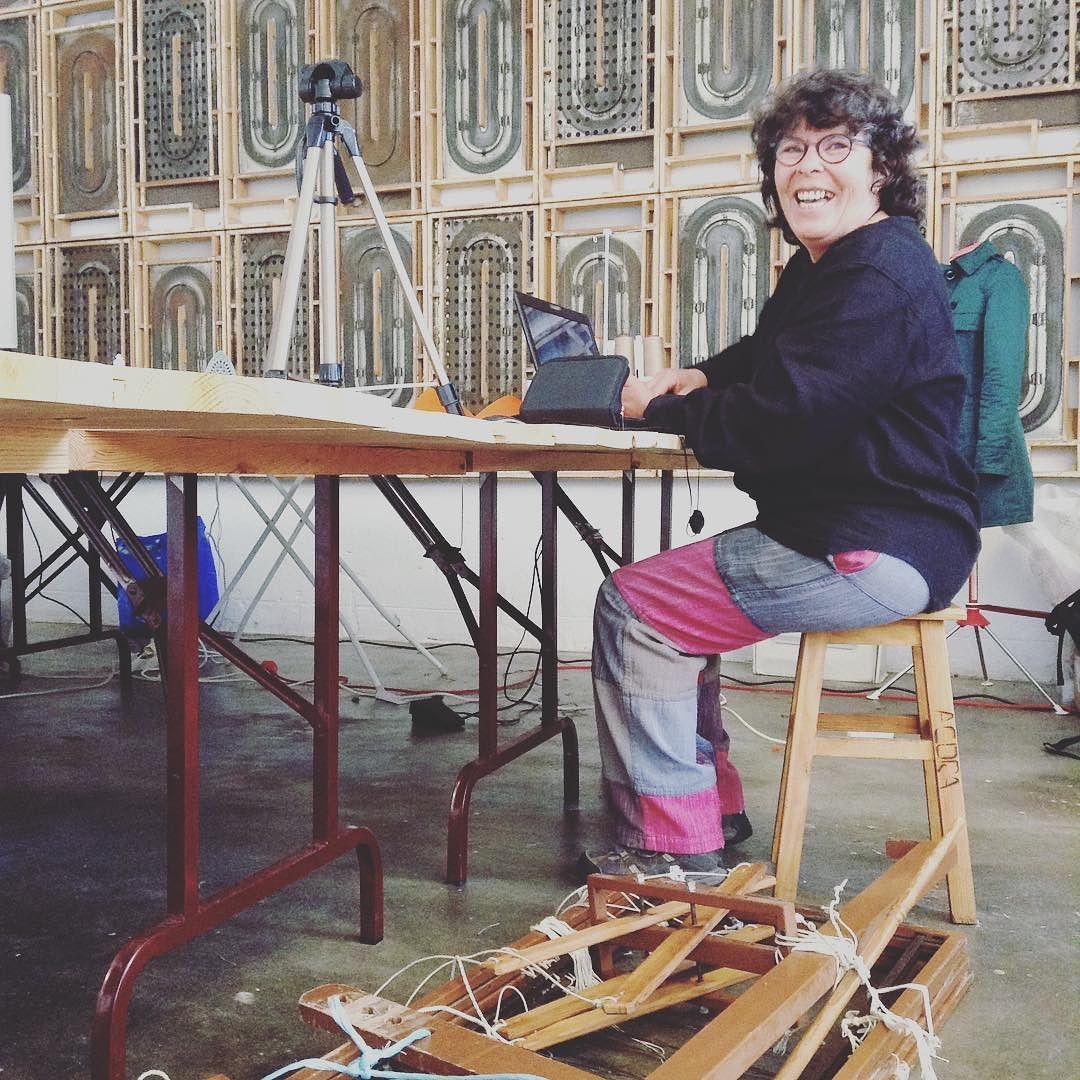 Chegou a Teresa Branquinho! #weaving #weaver #residencias #diy #crafts #designaweek #fablab #fablabcr #dar