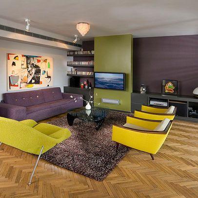 Sala vestida de colores complementarios divididos for Muebles complementarios