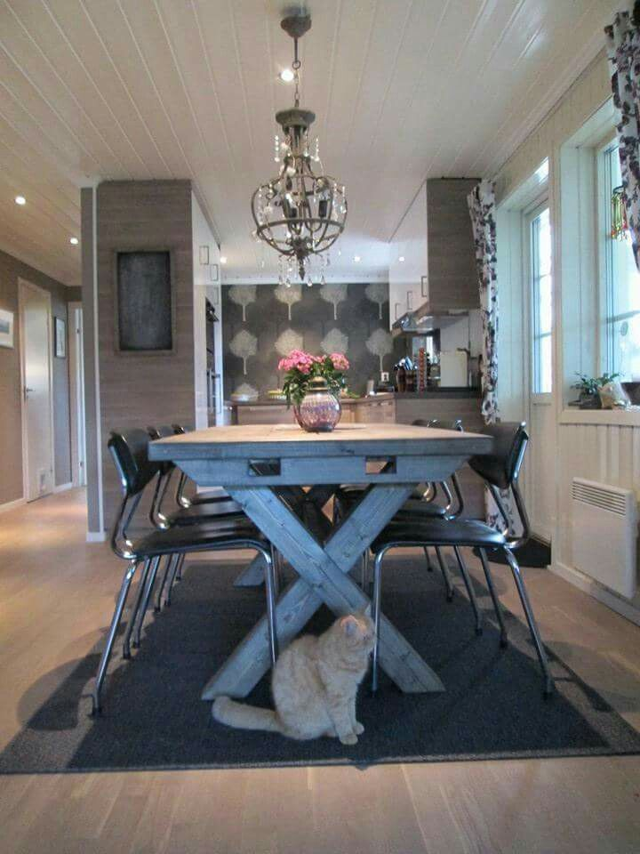 Agnes spisebord i Drivved interiørbeis fra Korshagan gårdssnekkeri