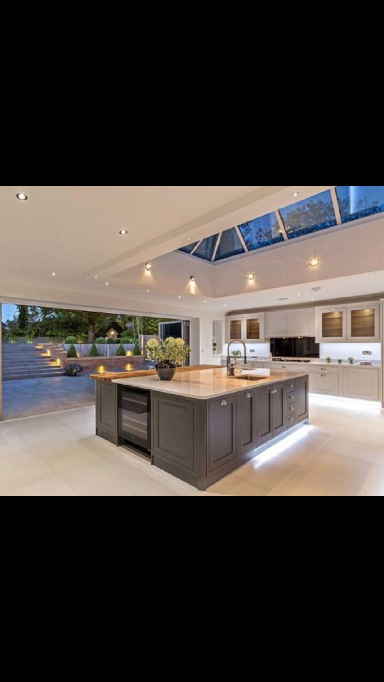 This Looks Like It S From A House With Two Kitchens Creativehomelightingideas 31 Best Open Plan Kitchen Living Room Kitchen Extension Modern Kitchen Lighting