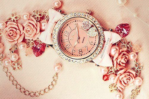 I love watches. This vintage pink watch is incredibly lovely! ♥