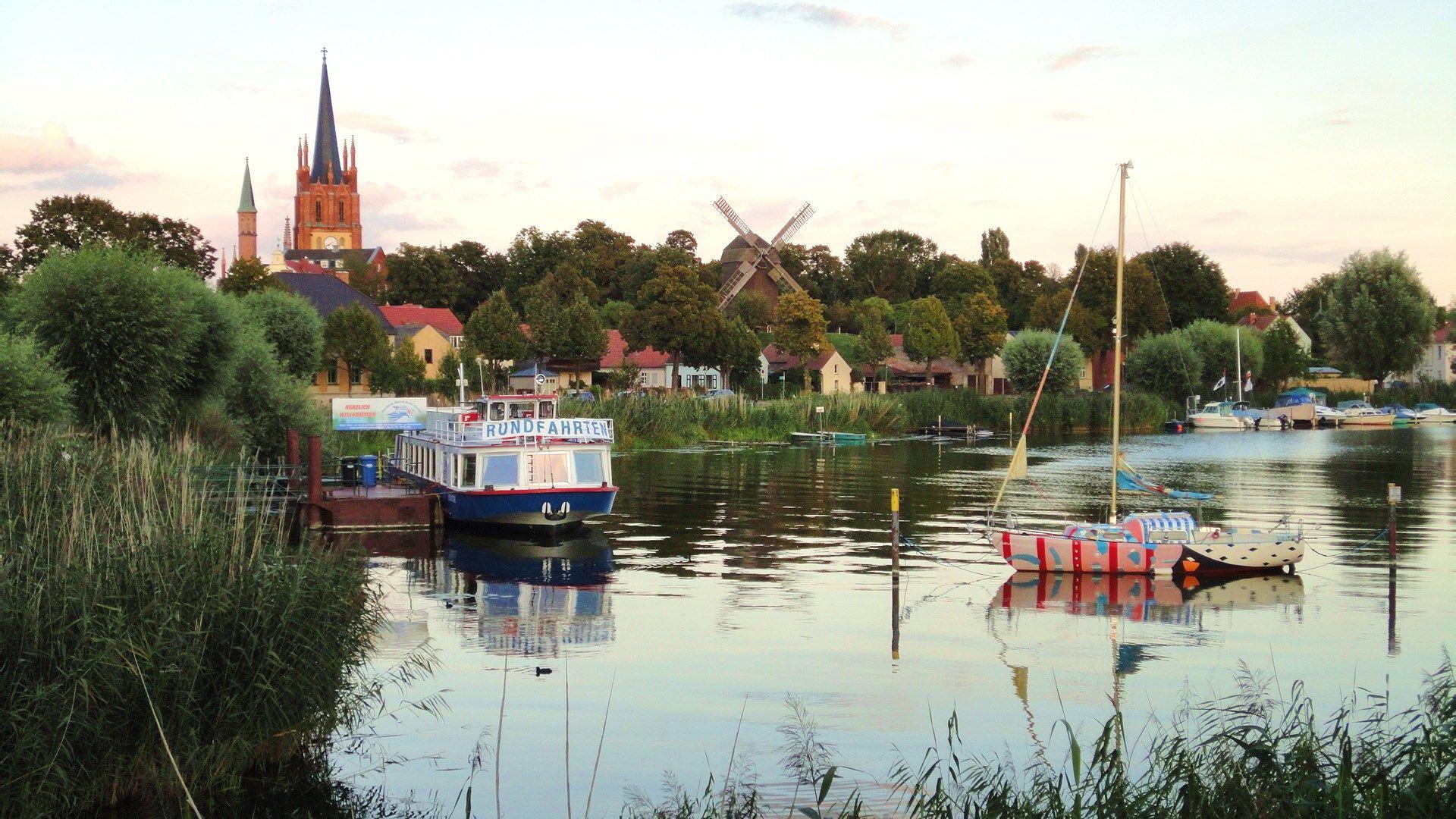 Werder Blutenstadt An Der Havel Umgeben Vom Wasser Bietet Vielfaltige Tourismus Und Freizeitmoglichkeiten Tourismus Stadt Brandenburg