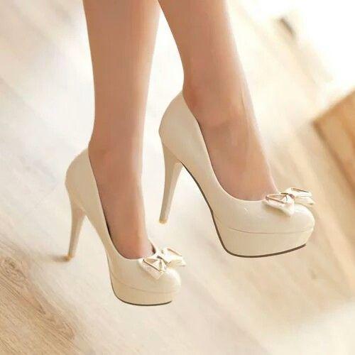Tacones blancos con moño | Tacones elegantes, Zapatos de