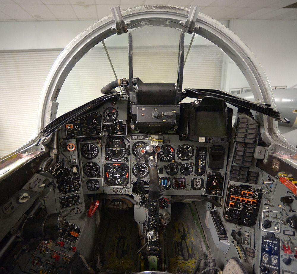 mig-29 cockpit | Aircrafts | Plane, pilot, Model airplanes, Air