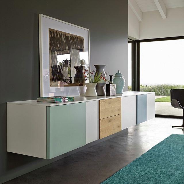 Ein elegantes Sideboard mit unterschiedlichen Fronten in
