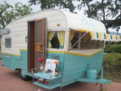 The Enjoy Cupcakes vintage trailer! Cute cute!