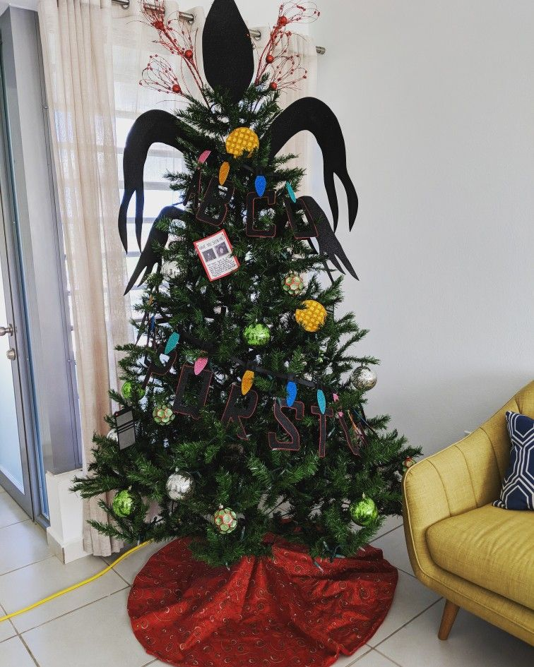 Stranger Things Christmas Tree With Images Stranger Things