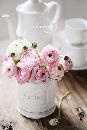 inspiration d coration de table de printemps bouquet de pivoine fleurs printemps et radis rose. Black Bedroom Furniture Sets. Home Design Ideas