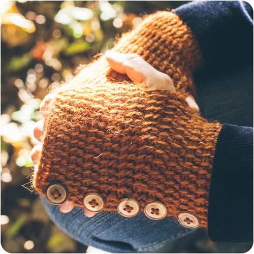 Looks like these use the same buttons as my All Buttoned Up Mittens, lovely use of easy Tunisian crochet here