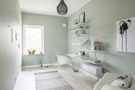 Villa Vallmo ve švédském Skaraborgu má sice extravagantní červený exteriér, interiér je ale minimalistický (a perfektní) | Architektura | WORN magazine