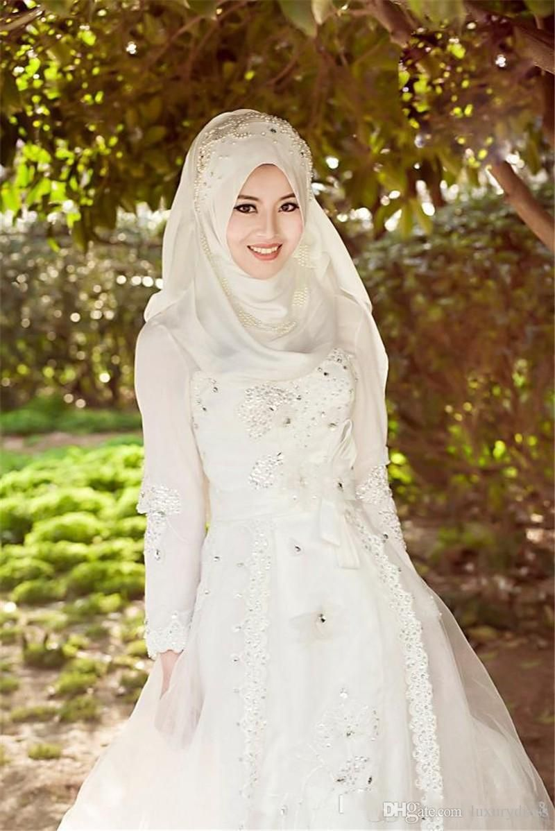 Hijab fashion designers wedding gown 800 1198 for Dresses for muslim wedding