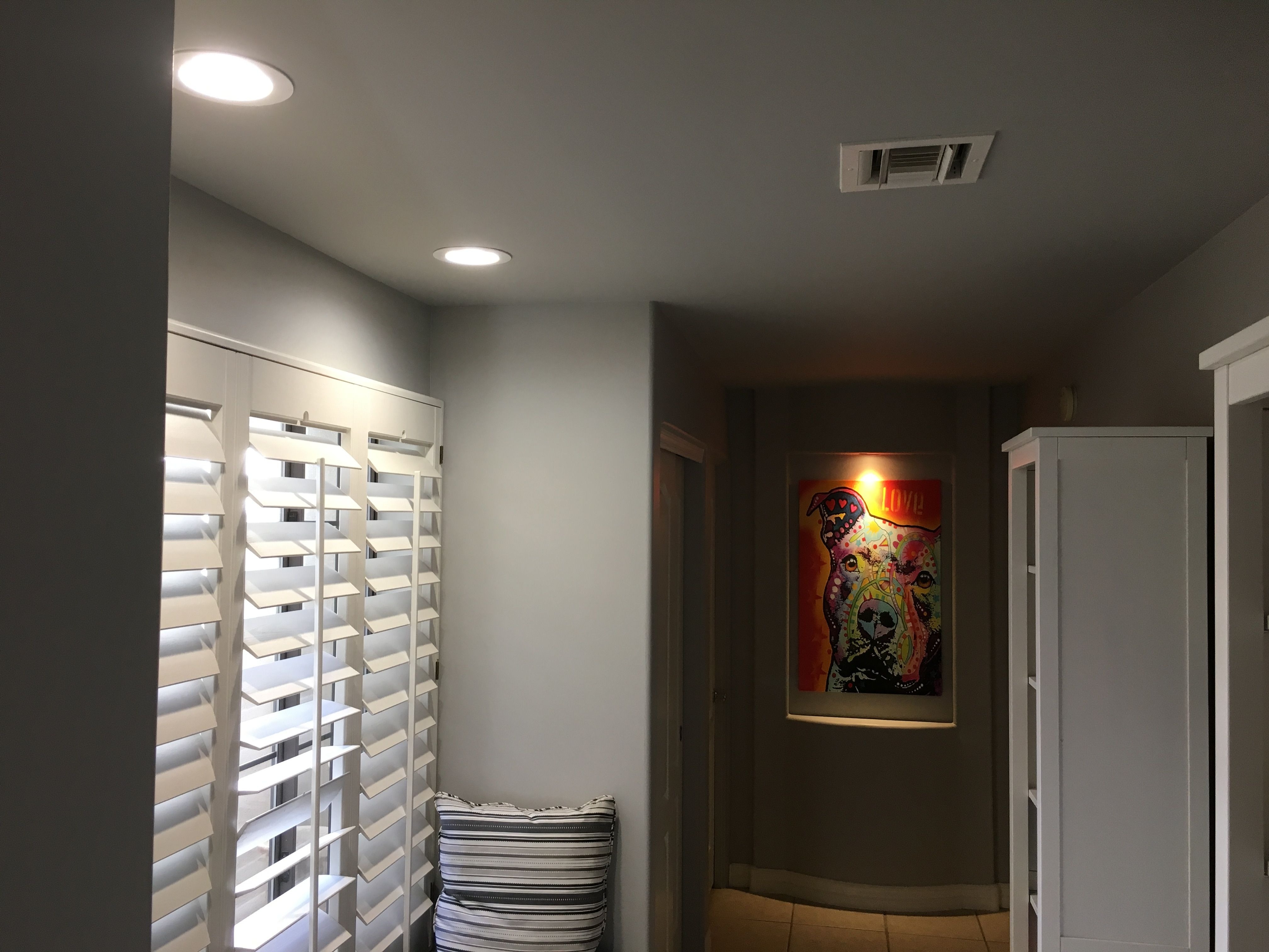 Hallway Installed LED recessed lights install 2 directional LED recessed lights for paintings. & Hallway Installed 2x 6-inch LED recessed lights install 2 3-inch ... azcodes.com