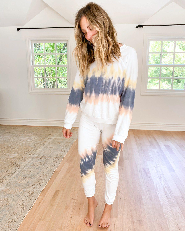 Sommer Sweatshirt White Tie Dye Sweatshirt Wildfox Matching Sweatshirts Cashmere Outfits White Joggers [ 1500 x 1200 Pixel ]