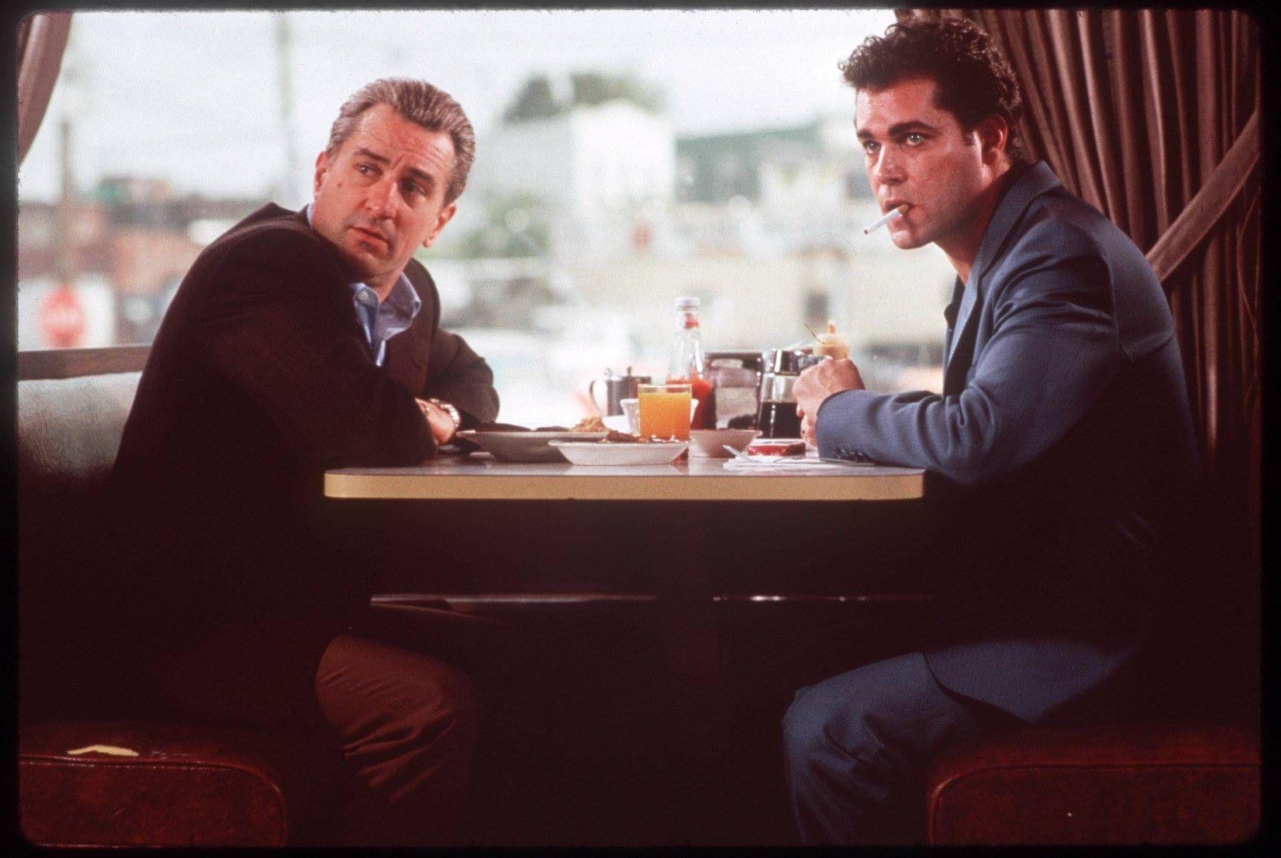 Jimmy Conway Robert De Niro Y Henry Hill Ray Liotta Uno De Los Nuestros Goodfellas Unodelosnuestros Goodfellas Theg Peliculas Cine Robert De Niro Cine