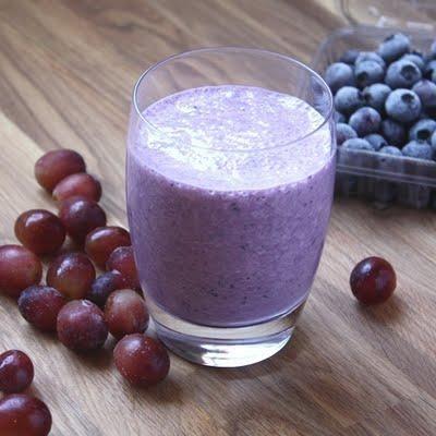 29 Yummy and Healthy Grape Recipes: Blueberry Grape Banana Smoothie