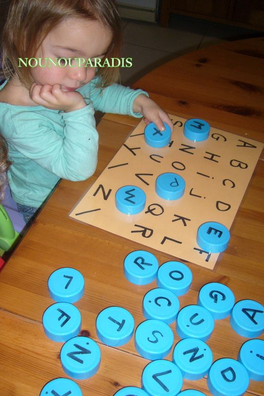 Récup bouchons bouteilles de lait.. nounouparadis.centerblog.net + dans la rubrique Méthode Montessori 2-3 ans