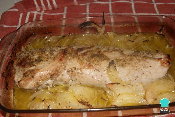 Aprende a preparar solomillo de cerdo al horno en salsa con esta rica y fácil receta. Con este solomillo de cerdo al horno en salsa no solo ofrecerás un plato...