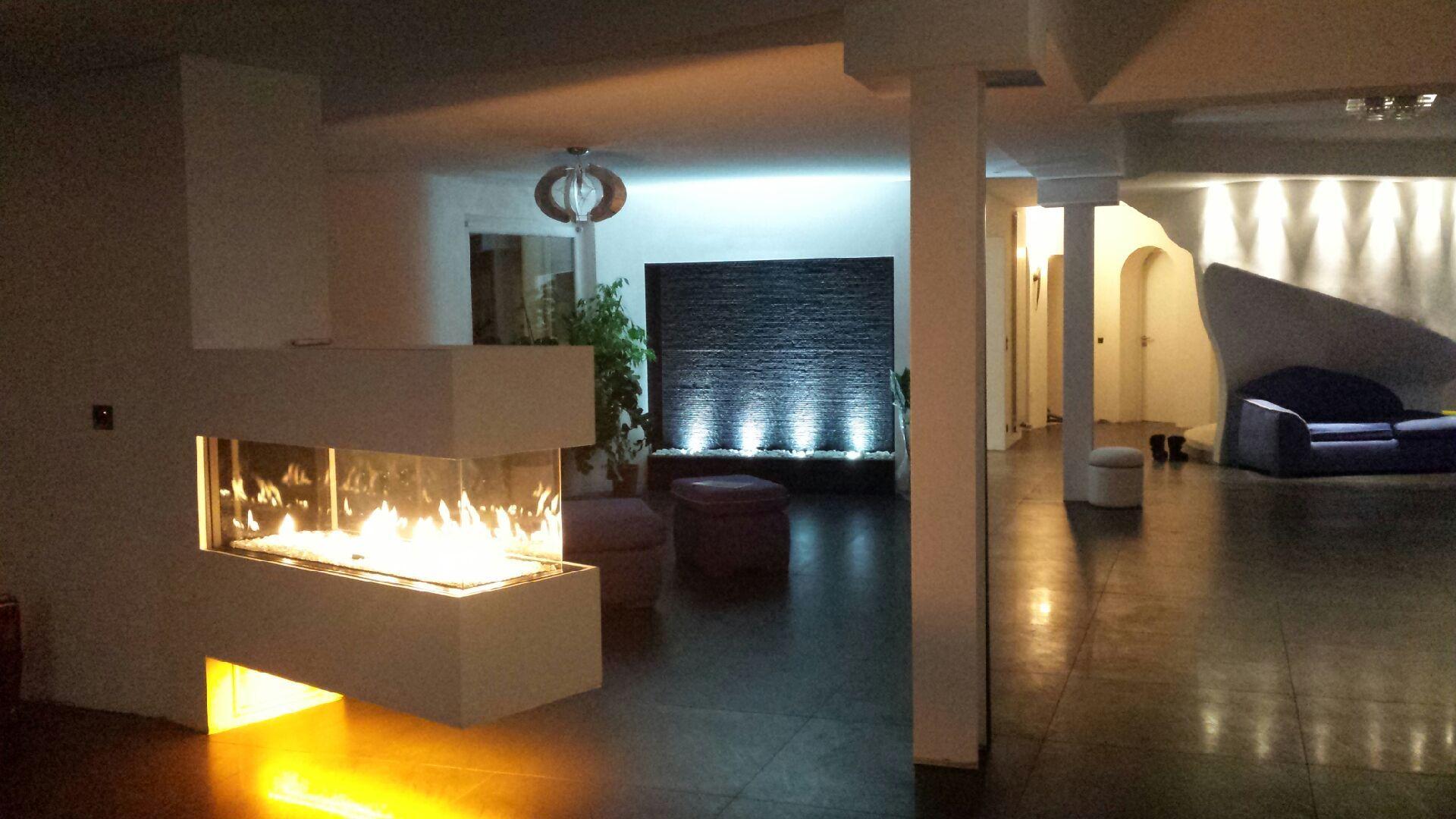 Cheminée design avec foyer fermé http://atredesign.fr #atredesign ...