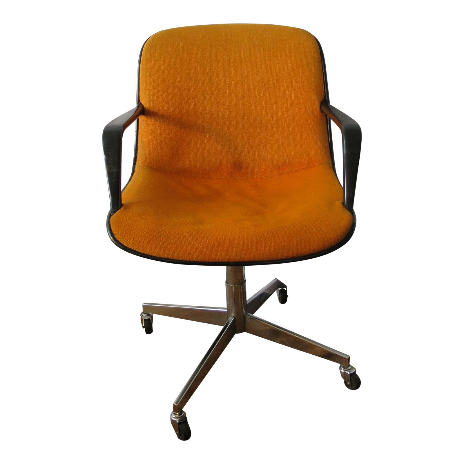 With A Mix Of Rusted Burnt Orange Black Borders And A Grey Back This Mid Century Desk Chair By Steelcase Offers Some Soul To Chair Rolling Chair Office Chair