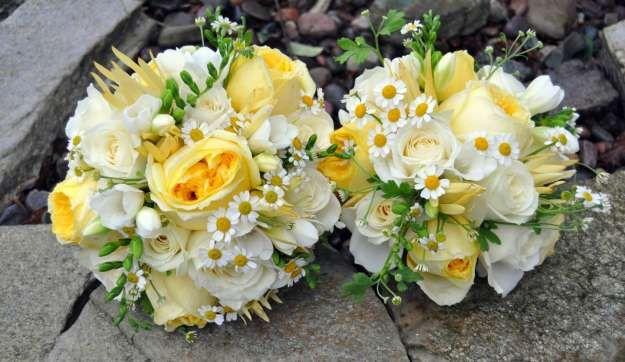 Fiori Gialli Per Bouquet.Bouquet Giallo E Bianco Fiori E Addobbi Mazzi Di Fiori Gialli