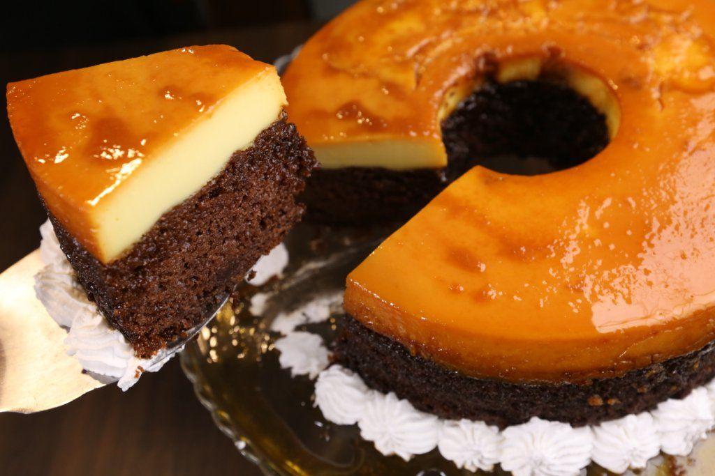 شاهدي فيديو كيك قدرة قادر من المطبخ الخليجي وعلى الطريقة الأصلية تعتبر من الحلويات المبتكرة والمكونة من ثلاث طبقات Desserts Lebanese Desserts Dessert Recipes