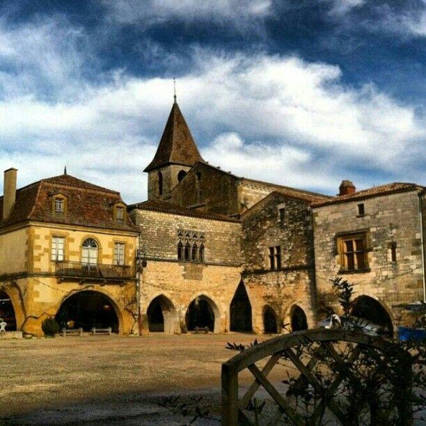 Montpazier, Dordogne.  Image by @erynella.