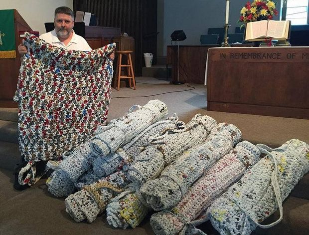 Luling Man Uses Plastic Grocery Bags To Create Sleeping Mats For The Homeless Plastic Grocery Bags Plastic Bag Crochet Plastic Bag Crafts