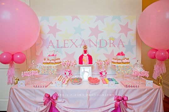A party truly fit for a queen (or a tiny princess)! What a lovely ...
