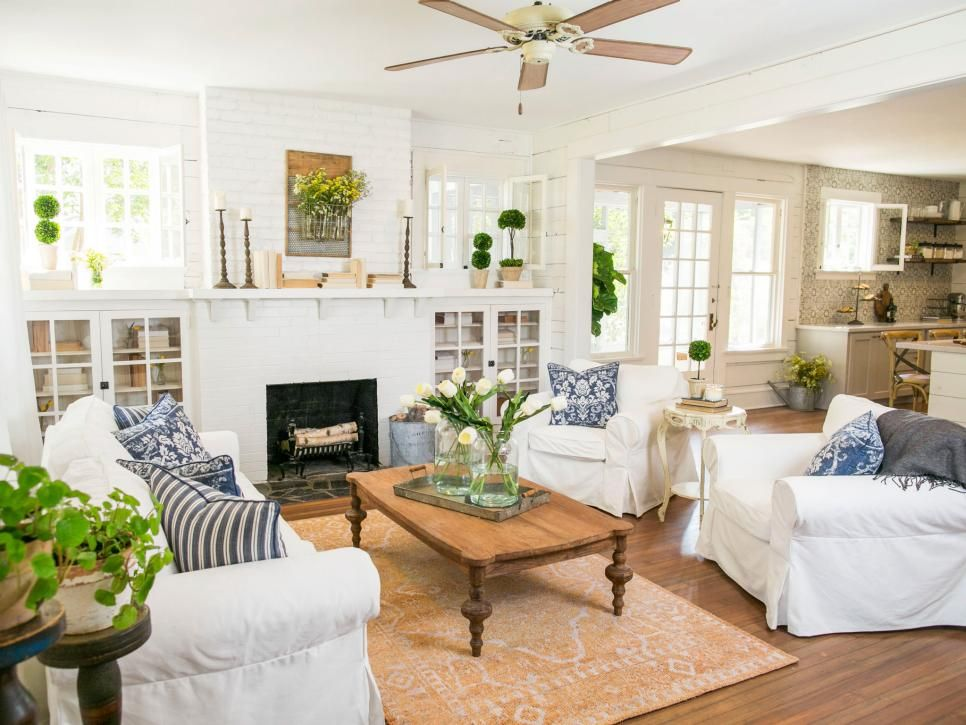 10 ways 39 fixer upper 39 stars chip and joanna gaines would for Joanna gaines home designs