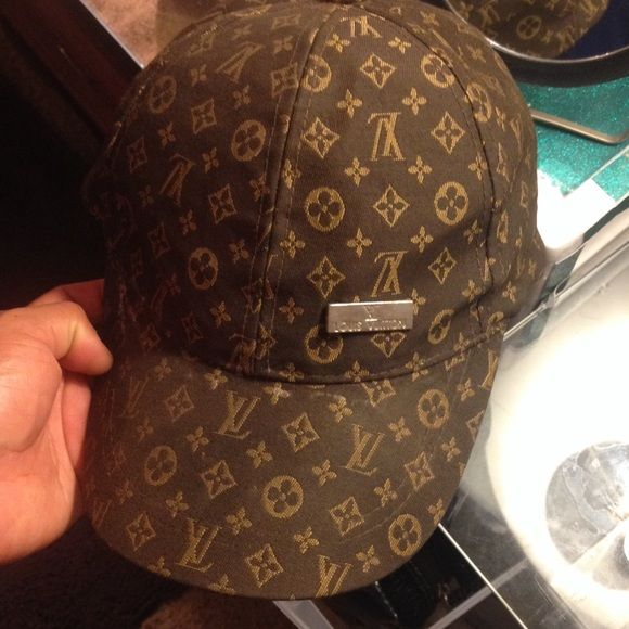 Louis Vuitton montsouris monogram baseball cap Comes as is -LV label made  in Paris is missing- I can take it to dry clean if purchased before  shipping. 79df2afc6f0