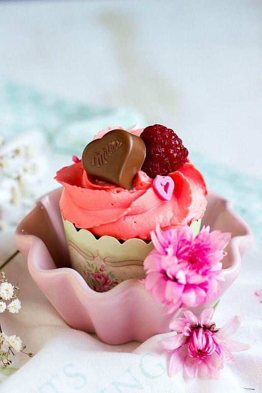 Himbeer Schoko Cupcakes Fur Verliebte Zum Valentinstag Oder