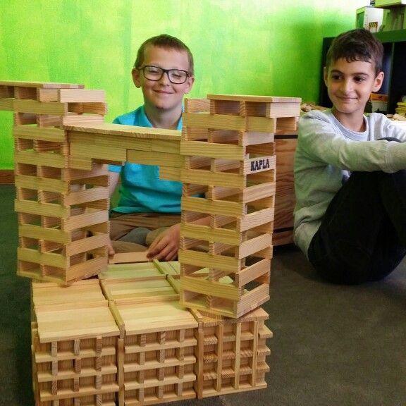 Le montage du jour O P'tit Monde de Rico par 2 gars de 9 et 10 ans très concentrés et motivés.. #Kapla