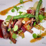 Pigeon rôti aux petits légumes et cresson