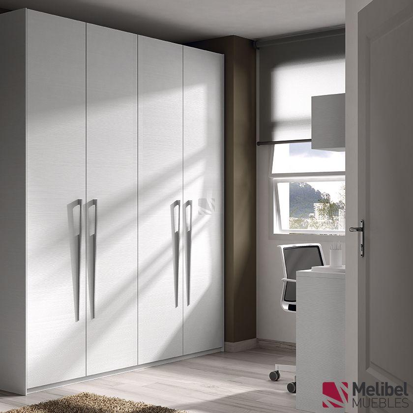 Armario puertas batientes blanco con tirador met lico for Armario de dormitorio blanco barato