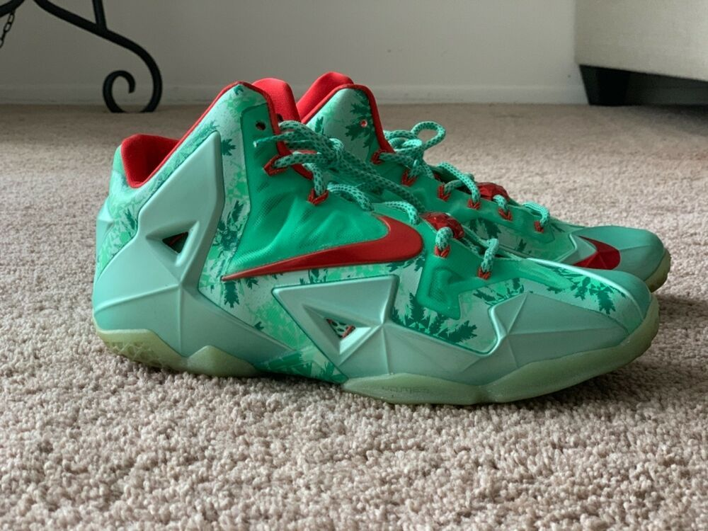 Lebron 11s Pre Owned Christmas Size 10 I Wore These Like 5 Times
