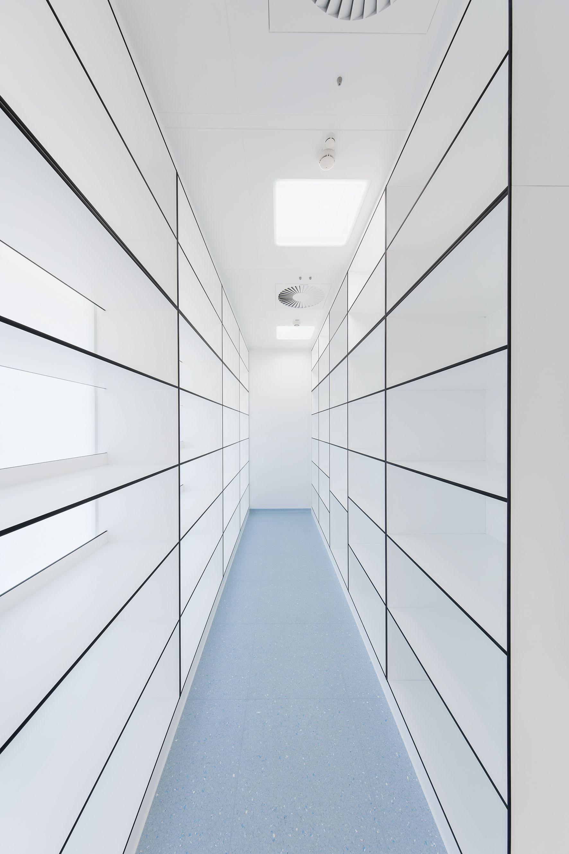 Offene Lagerregale aus Trespa Toplab vertical weiß | Cleanroom ...