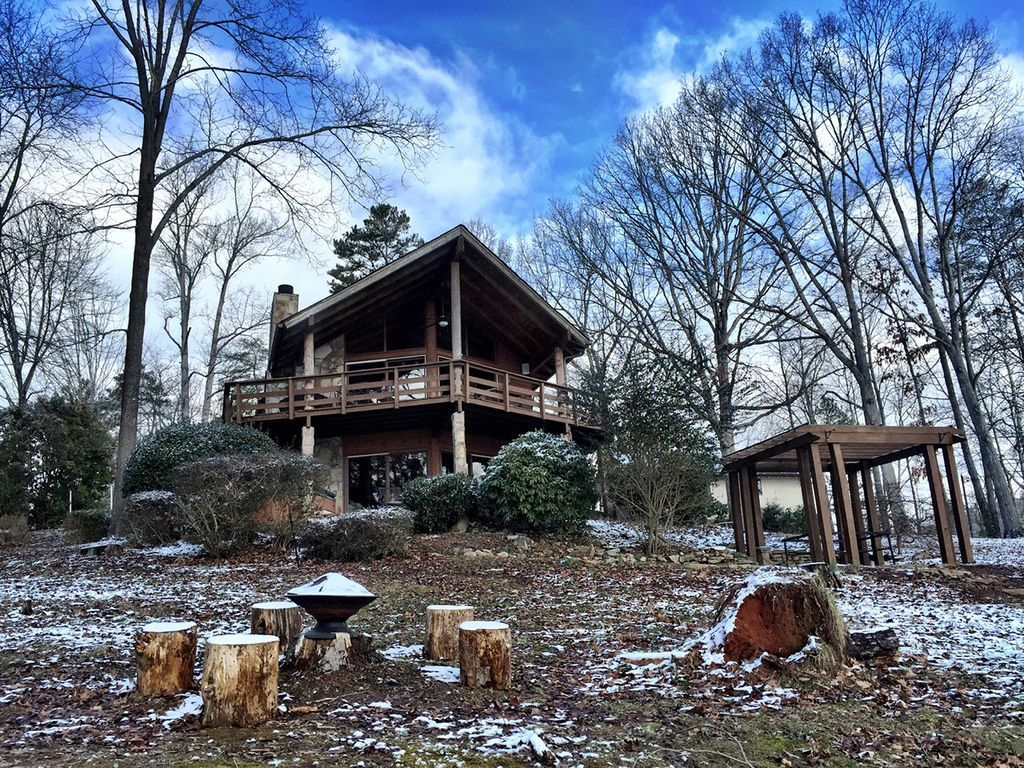Luxury Rustic Log Home Point Lot On Lake Lanier Beautiful Prow Point Now Available For Exclusive Lease We Re Surrounded House Rental Log Homes Ideal Home
