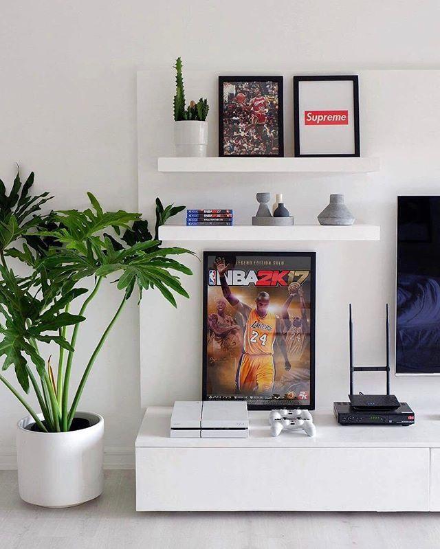 Hypeaf Home Life Photo Dericktobias With Images Sneakerhead Room Hypebeast Room Room Setup