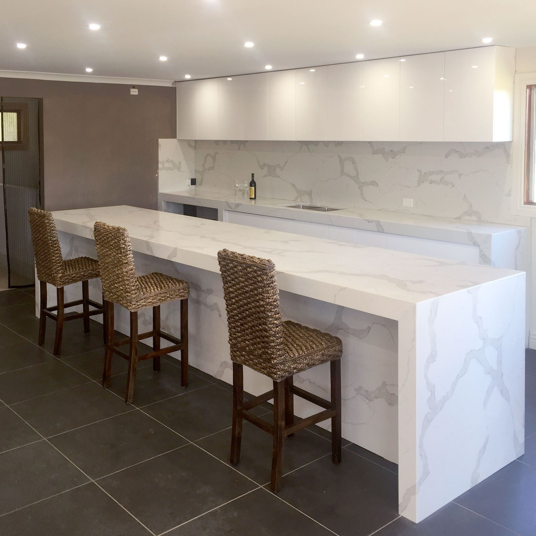 Calacatta Classique Stuns With Its Gorgeous White Marble Look And