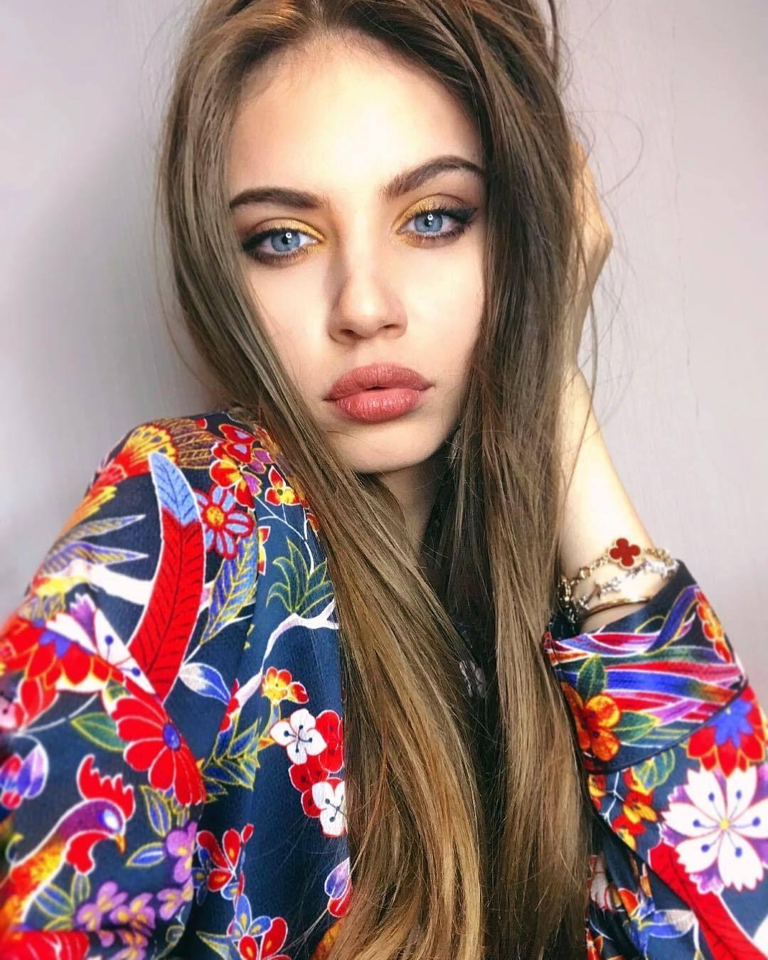 7cde630d8 Unique Dollface — Xenia   Xenia Tchoumitcheva   Belleza rusa, Rusas ...
