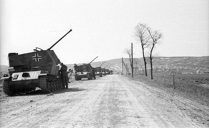 A Nimród anti-aircraft gun battery in firing position along the Zsámbék Páty road.