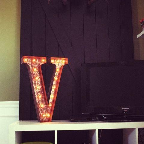 "24"" Letter V Lighted Vintage Marquee Letters (Rustic)"