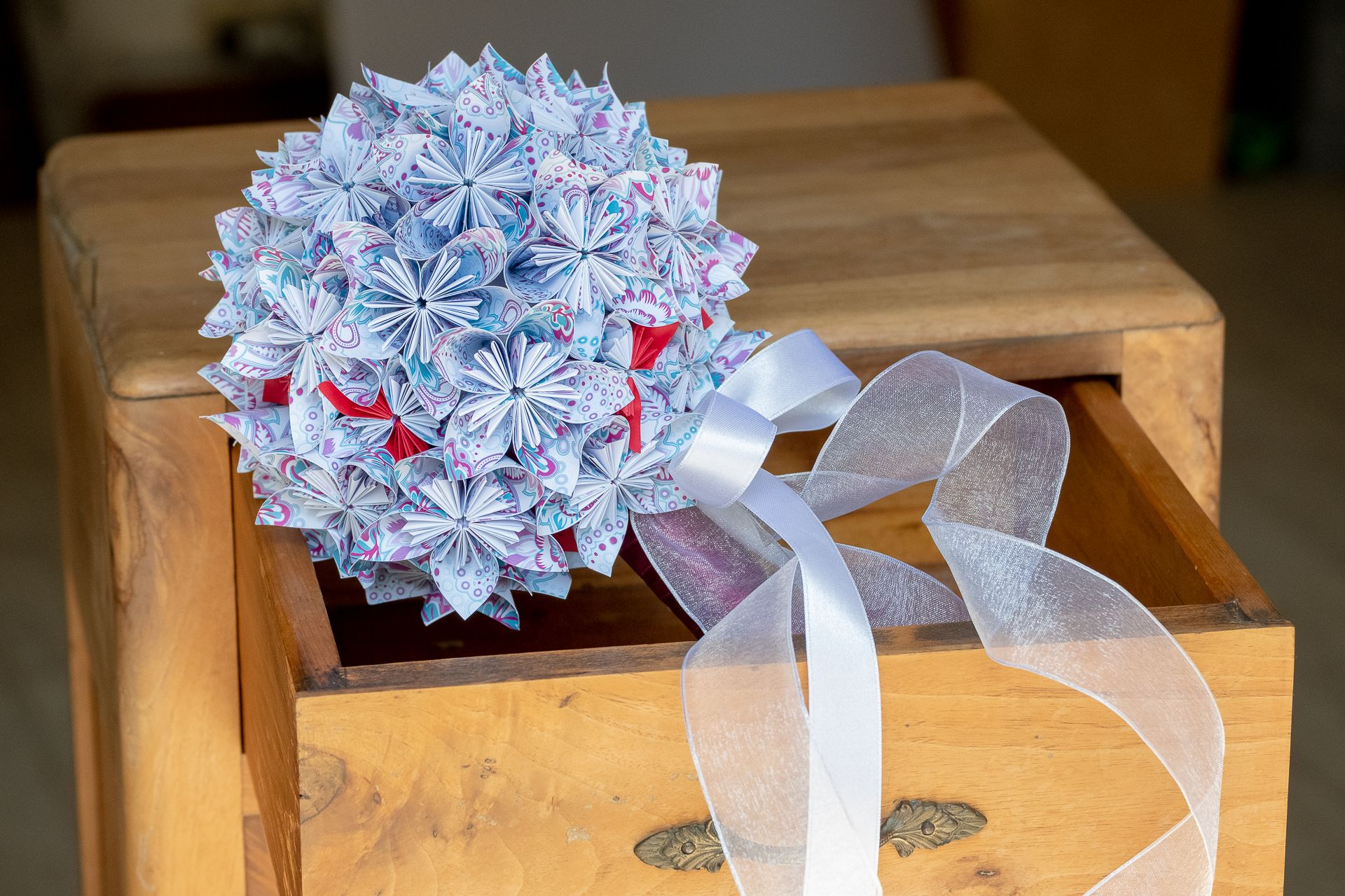 Fiori Kusudama.Bouquet Per La Sposa Con Fiori Di Carta Origami Kusudama Nastri