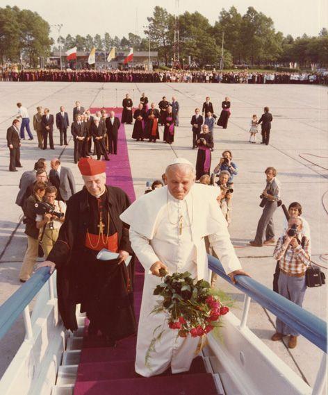 Przed odlotem, z kard. Stefanem Wyszyńskim (Kraków, 1979)