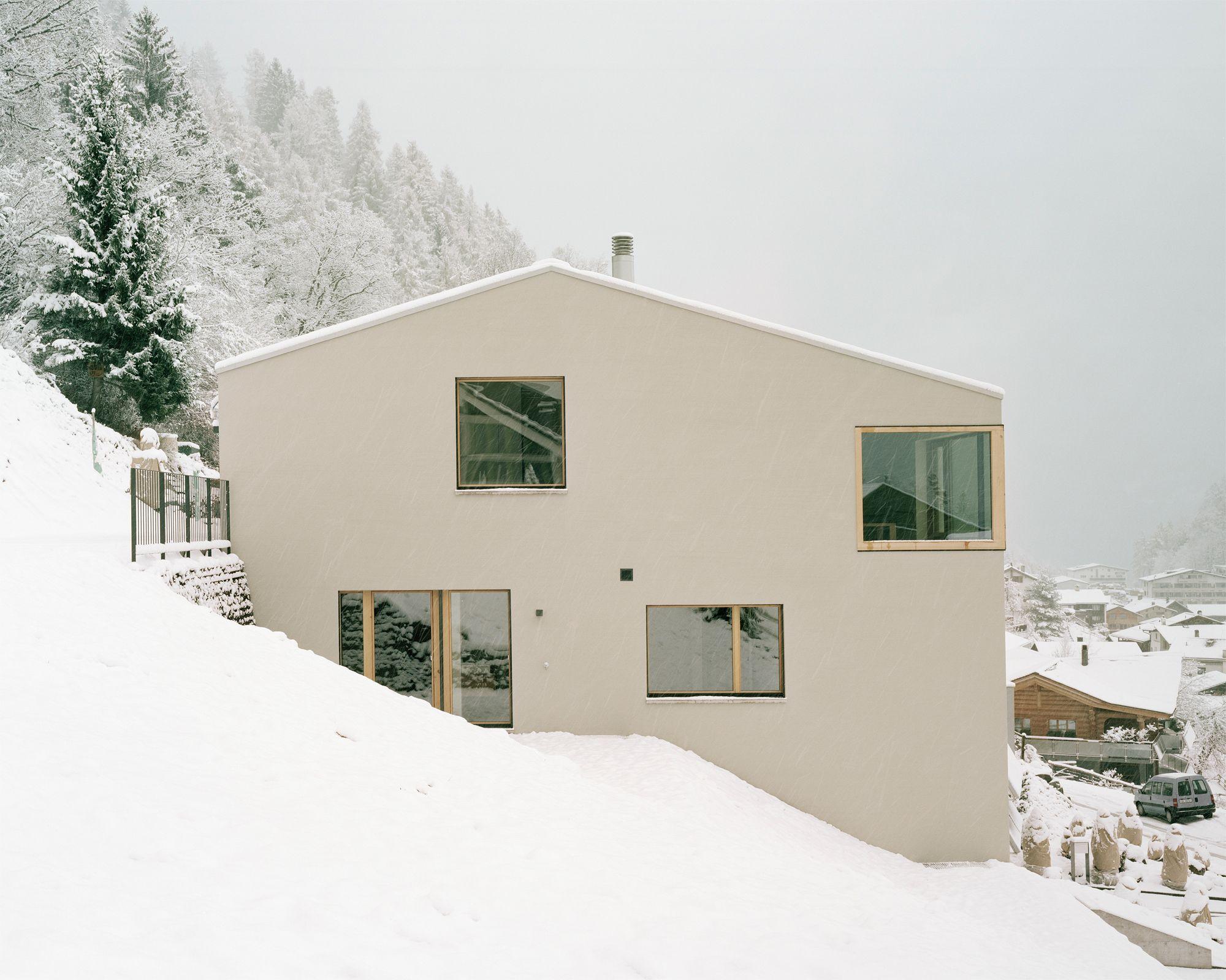 Massiv solide: Wohnhaus in Trin