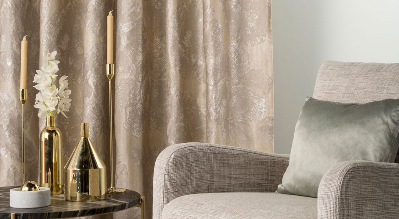 There Are Many Institution Who Can Claim To Stand As The Best In Curtain Making However We Stand Best Among Them B House Styles Curtains Curtains With Blinds