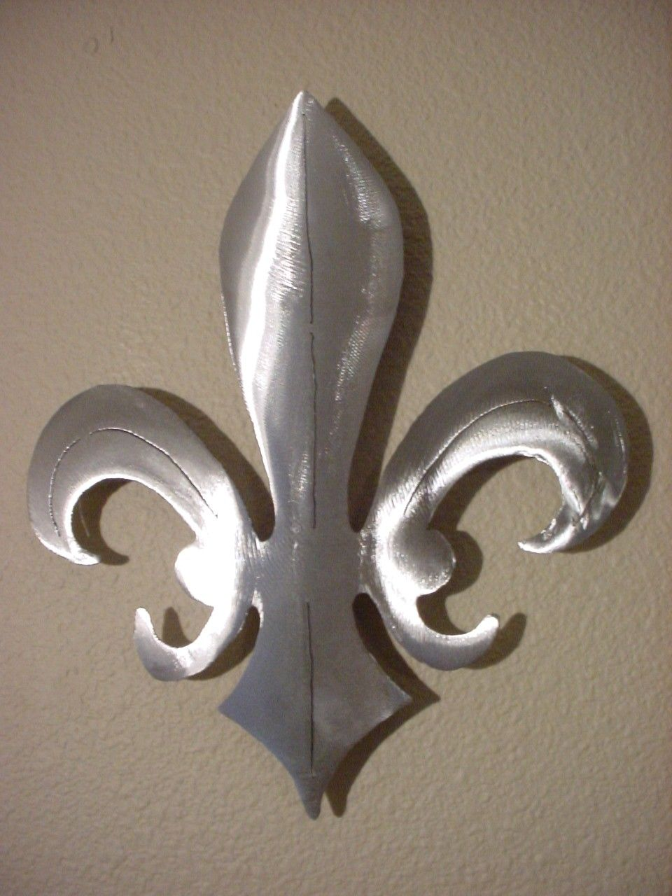 Fleur de lis wall decor silver