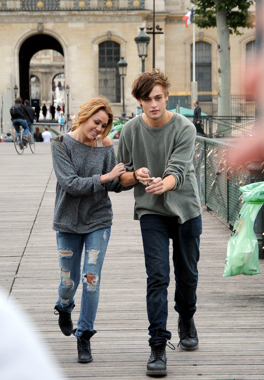 Miley & Douglas Bo...