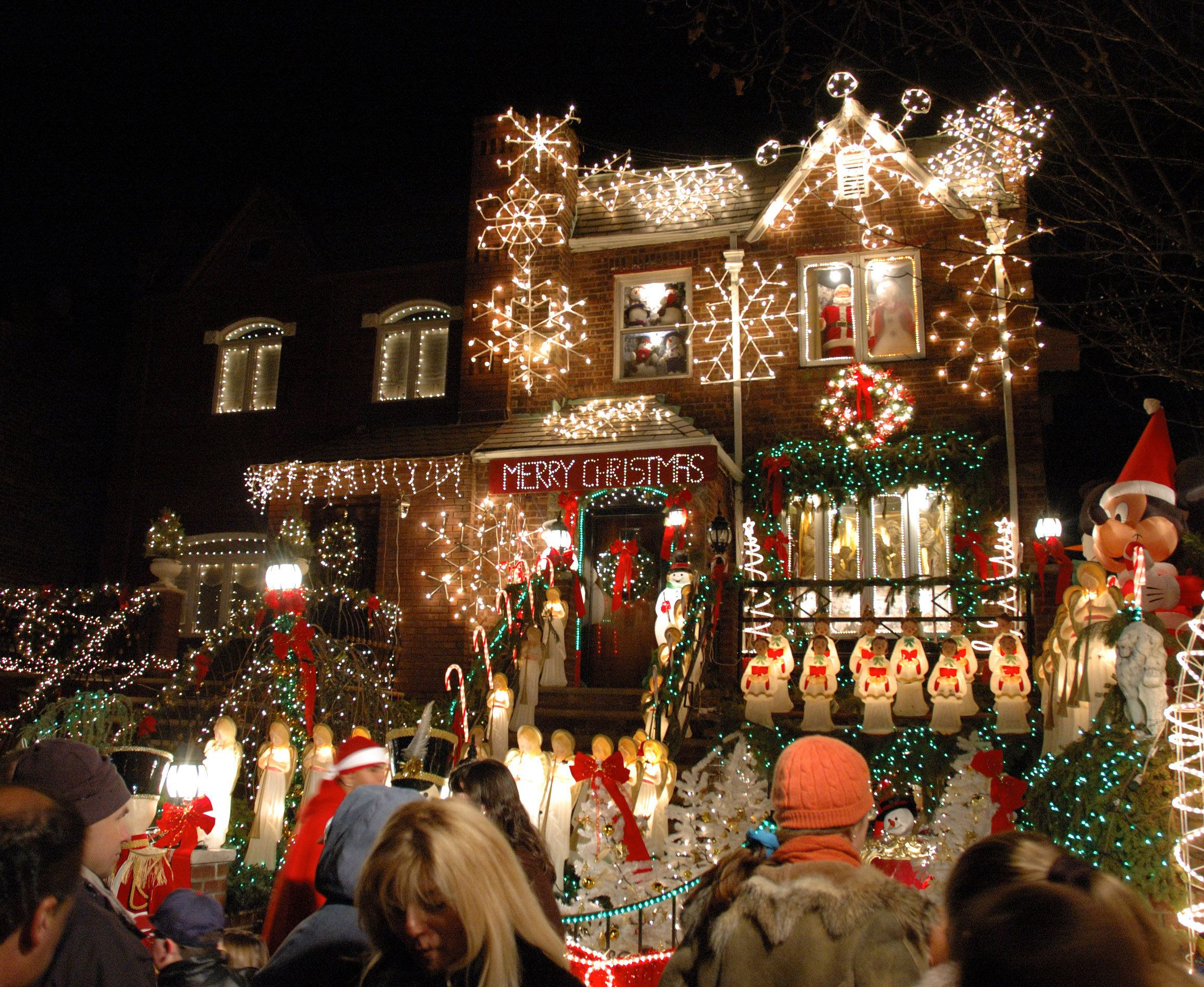 Dyker Heights Brooklyn Christmas Lights.Pin On Places To See Things To Do