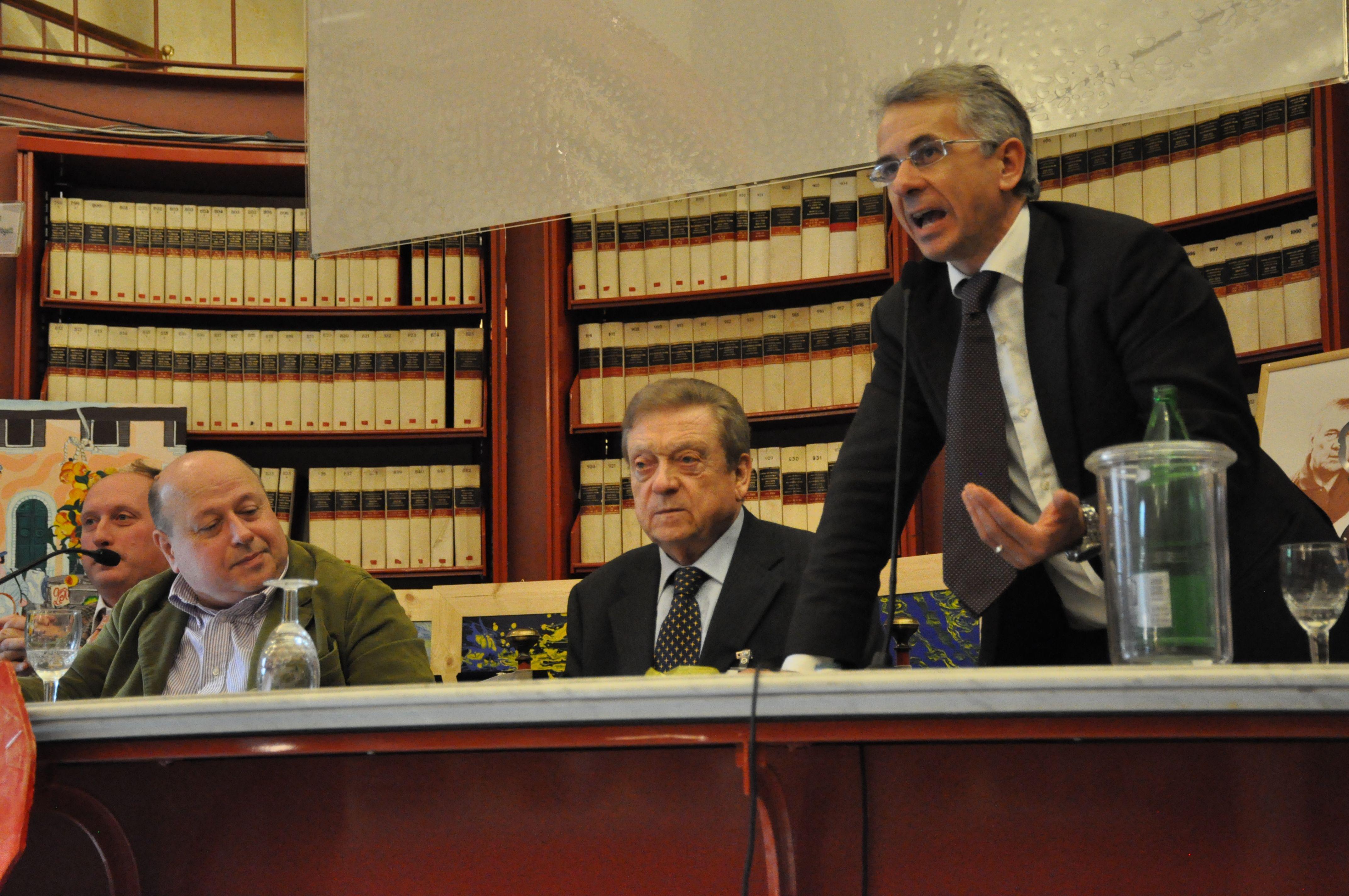 Roberto Mattioli con Riccardo Romagnoli presidente Ameria Festival durante l'intervento del sottosegretario alla Giustizia On.le Cosimo Ferri